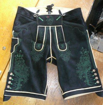 Grün bestickte kurze Hose